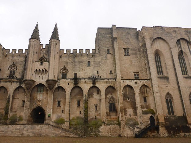 avignon-palace-maiin-facade