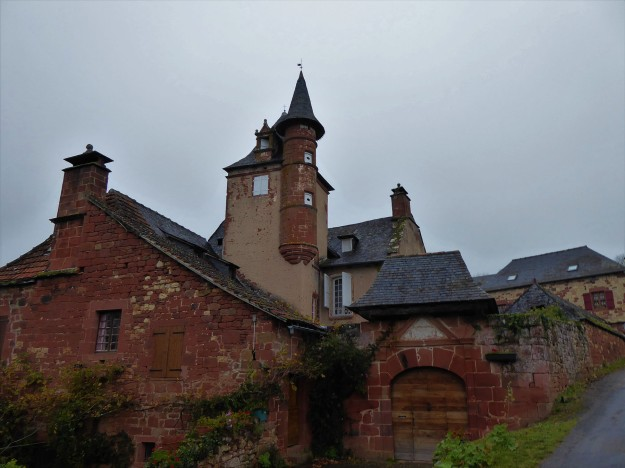 Collonges-la-rouge (approaching village)