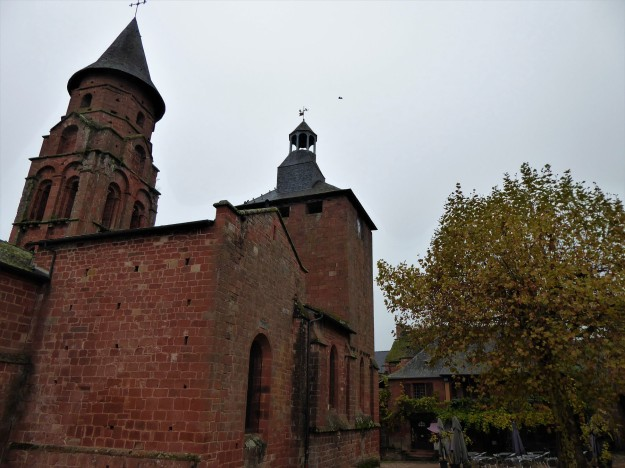 Collonges-la-rouge (church exterior)