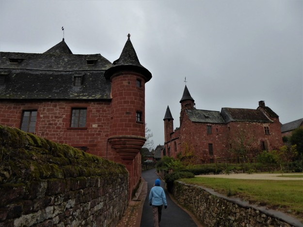 Collonges-la-rouge (n walking the centre))