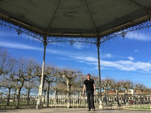 Agen (a in bandstand)
